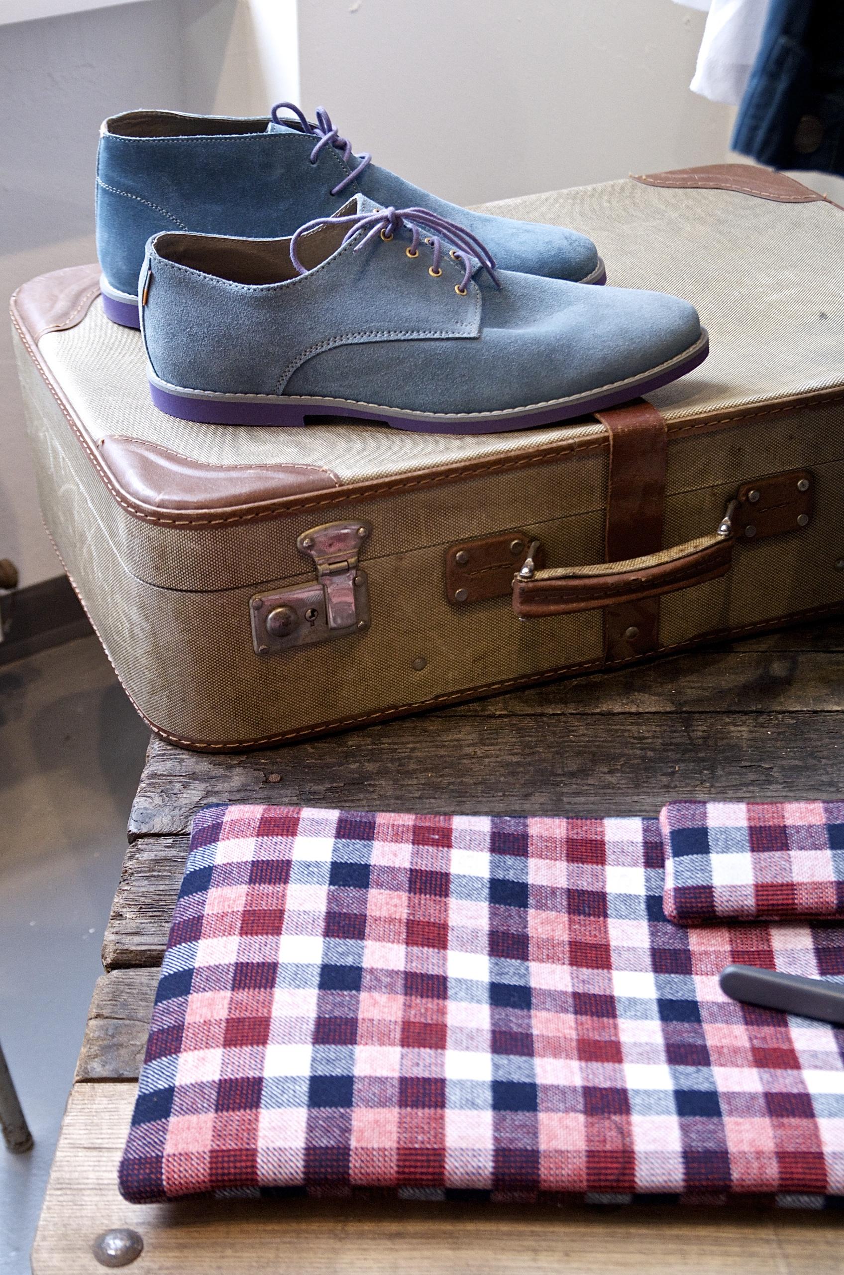 alter Koffer, Männerschuhe