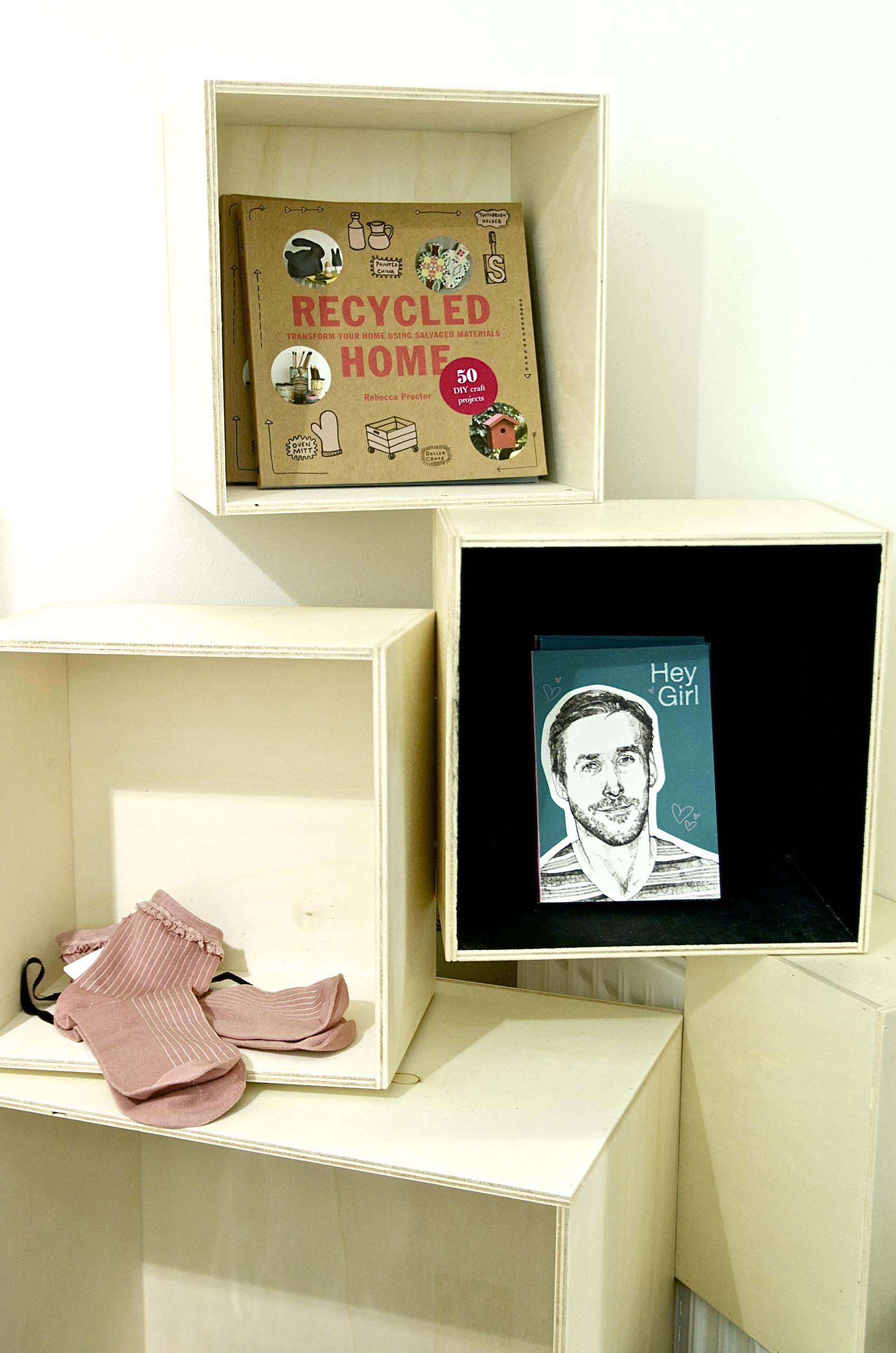 Holzregale, Bücher, Ryan Gosling