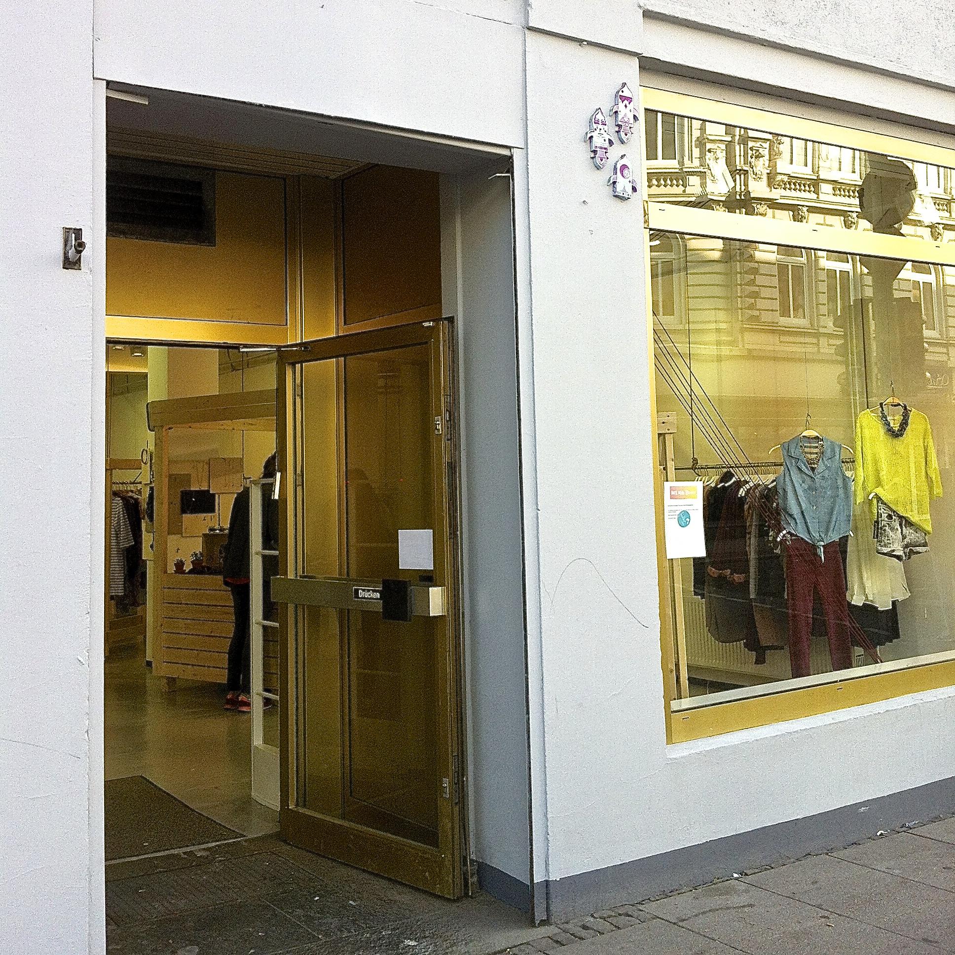 Kauf dich glücklich Store Schulterblatt 1, Schaufenster, Ladeneingang