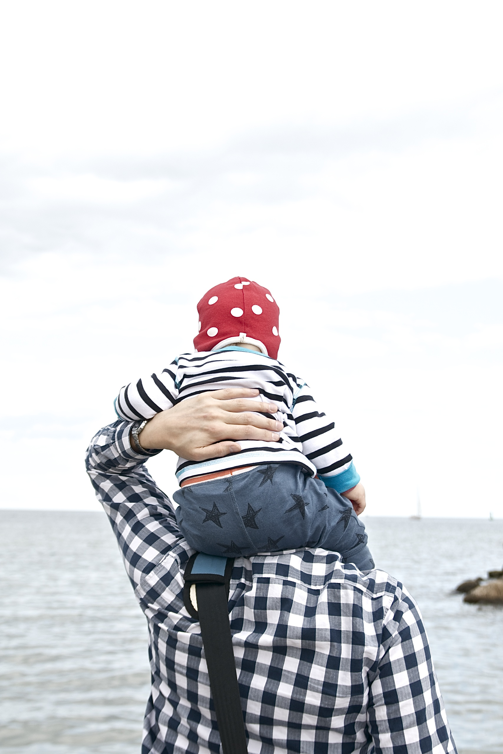 (K)Ein Tag am Meer,Lotta auf Papas Schultern in Travemünde