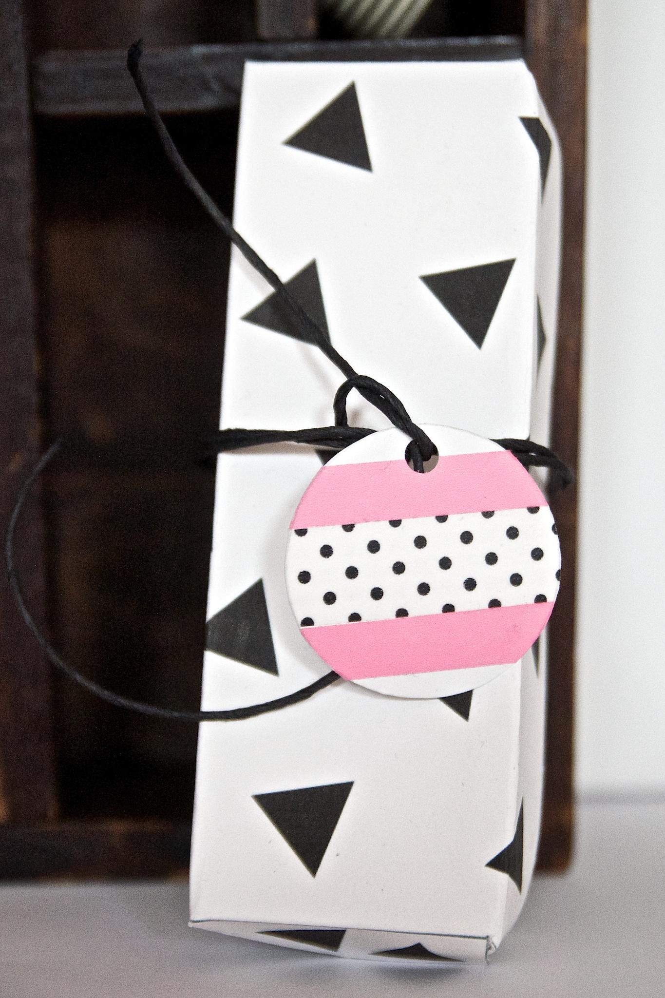 Free Printable Box Triangles Polka Dots Black White Pink Neon DIY Pinkepank Blog