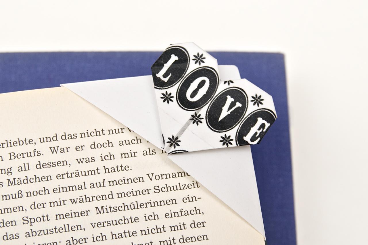Love is in the air, Origami-Herz-Lesezeichen mit Masking Tape zum Valentinstag
