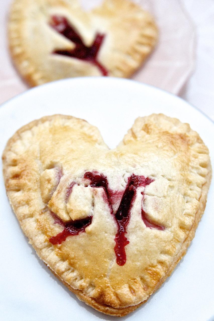 Rezept für herzige Himbeer-Vanille-Pies zum Valentinstag