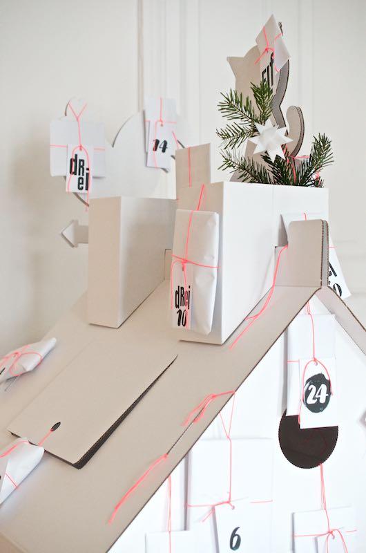 DIY Adventskalender für Kinder | Papp-Spielhaus ganz einfach zum Adventskalender umfunktionieren