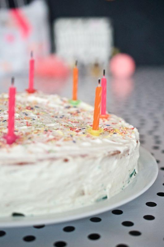 Regenbogentorte Geburtstagskuchen (3)