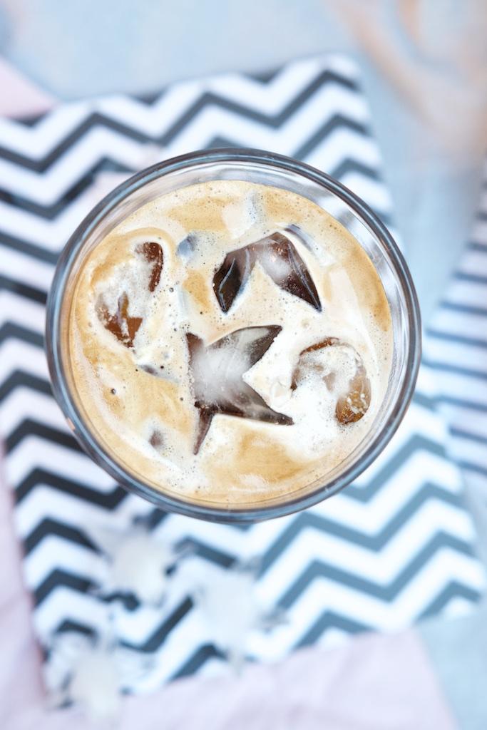 Latte Macchiato auf Eis, Lieblingssommerdrink und Glücklichmacher | Pinkepank (4)