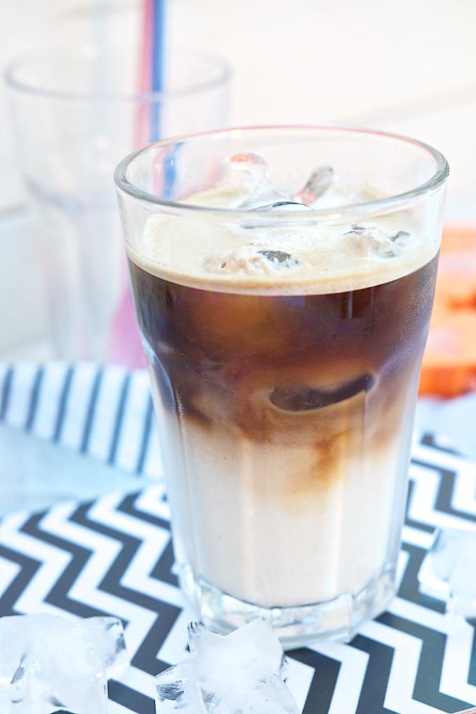 Latte Macchiato auf Eis, Lieblingssommerdrink und Glücklichmacher| Pinkepank