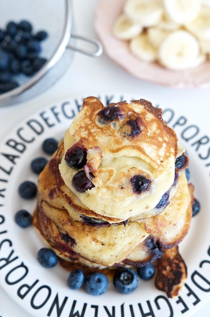 Blaubeer-Joghurt-Pancakes mit Vanille-Schmand | Pinkepank (20)