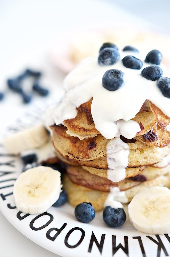 Blaubeer-Joghurt-Pancakes mit Vanille-Schmand | Pinkepank (13)
