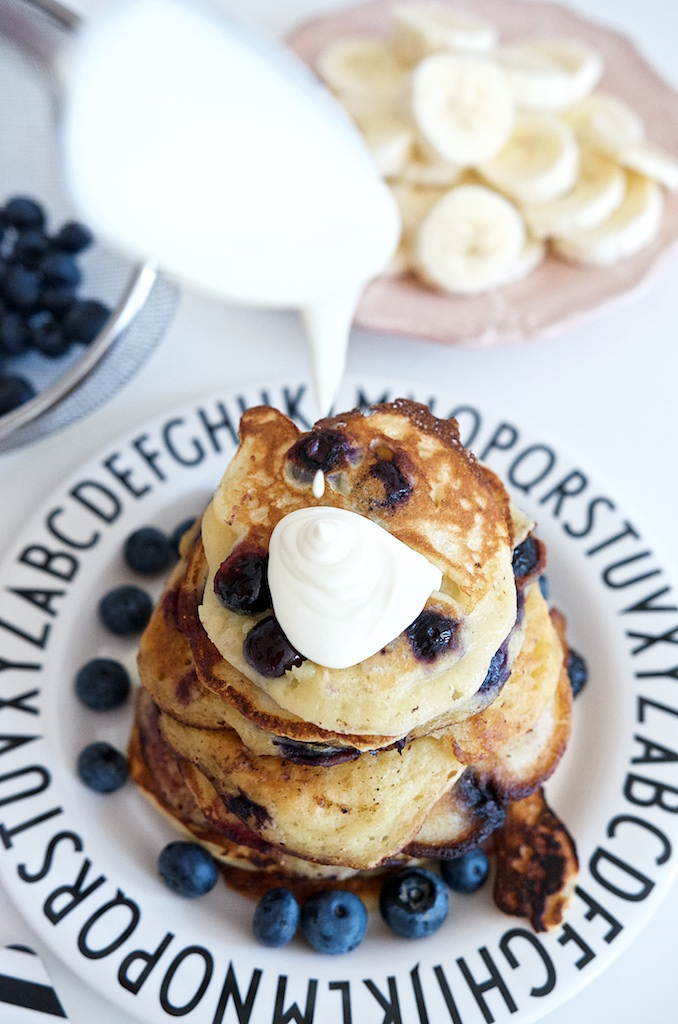 Blaubeer-Joghurt-Pancakes mit Vanille-Schmand | Pinkepank (5)