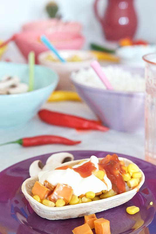 Buntes Tortilla-Familen-Essen mit Mexiko-Flair Stand'n Stuff Tortilla gefüllt | Pinkepank