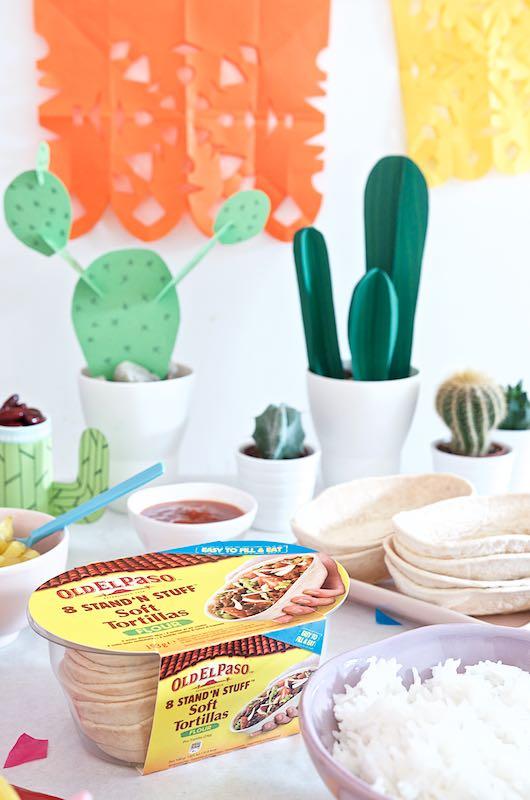 Buntes Tortilla-Familen-Essen mit Mexiko-Flair Tortillas Old El Paso Stand'n Stuff Soft Tortillas | Pinkepank