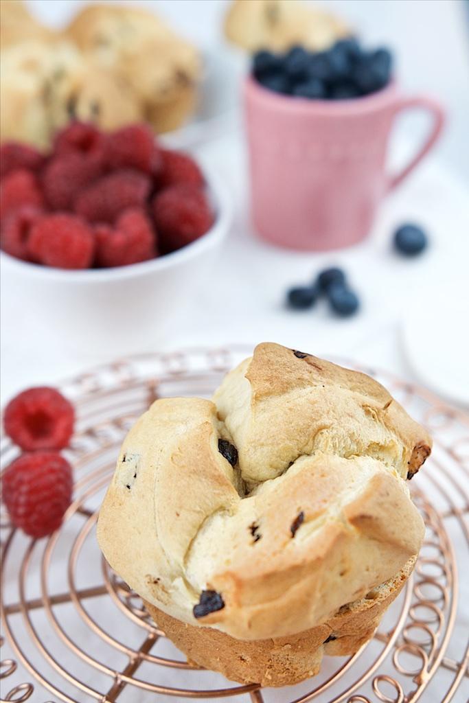 Brioche mit Schokolade, Vanillepudding und Früchten (4)