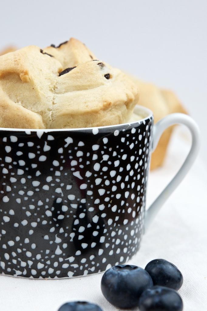 Brioche mit Schokolade, Vanillepudding und Früchten (7)