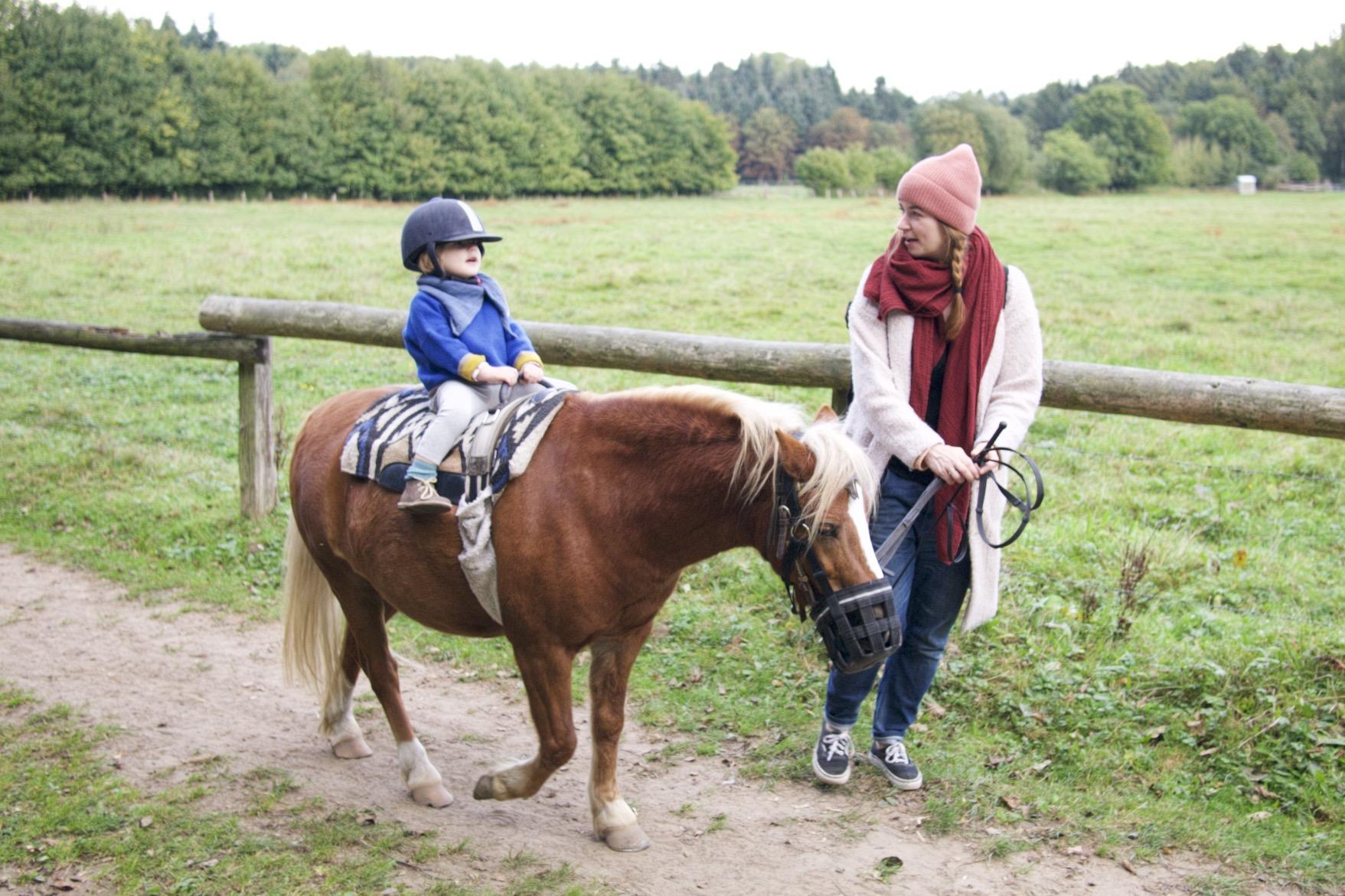 Ponyreiten im Niendorfer Gehege