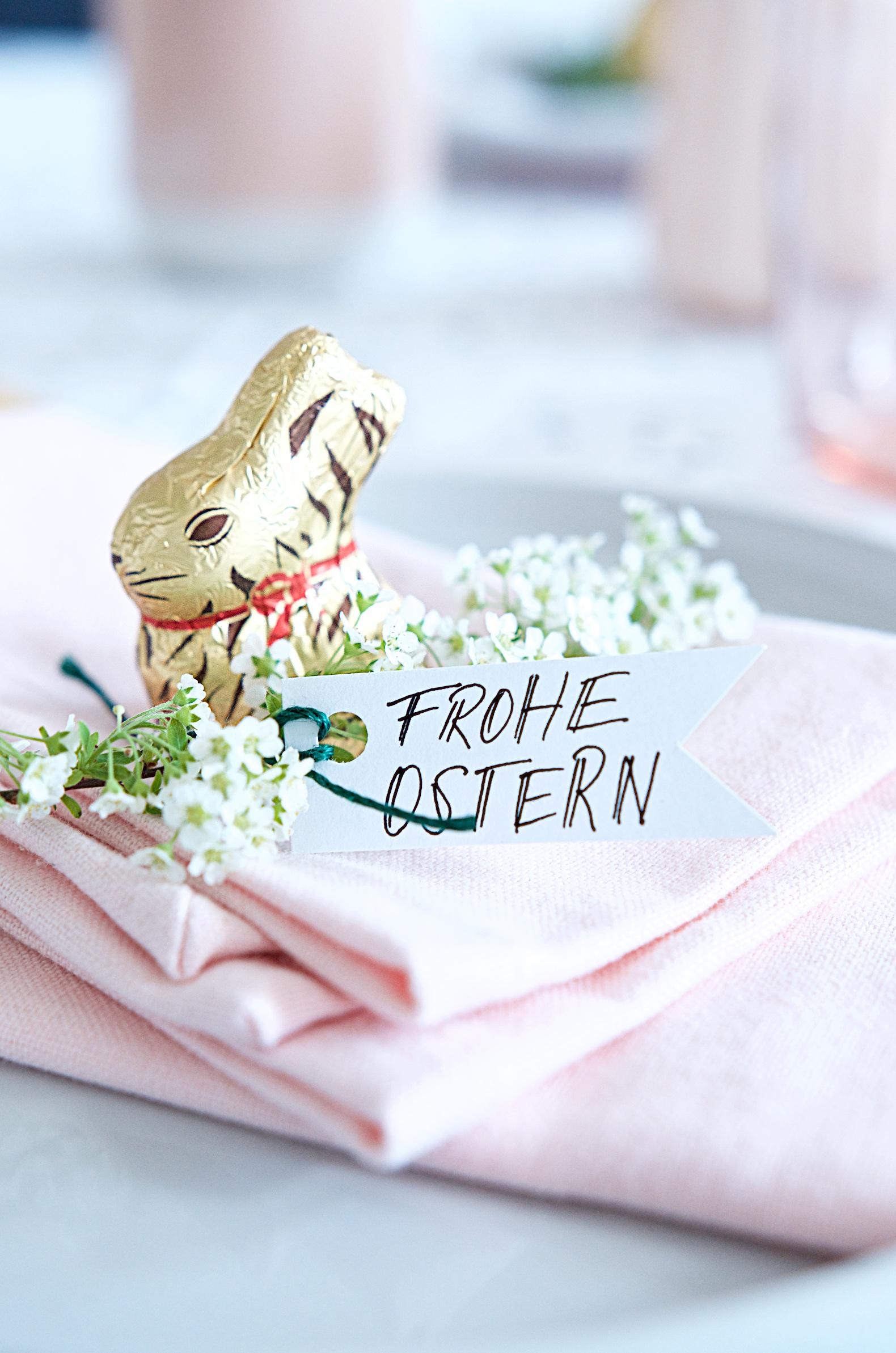 Frohe Ostern - Tischdeko mit Goldhasen von Lindt
