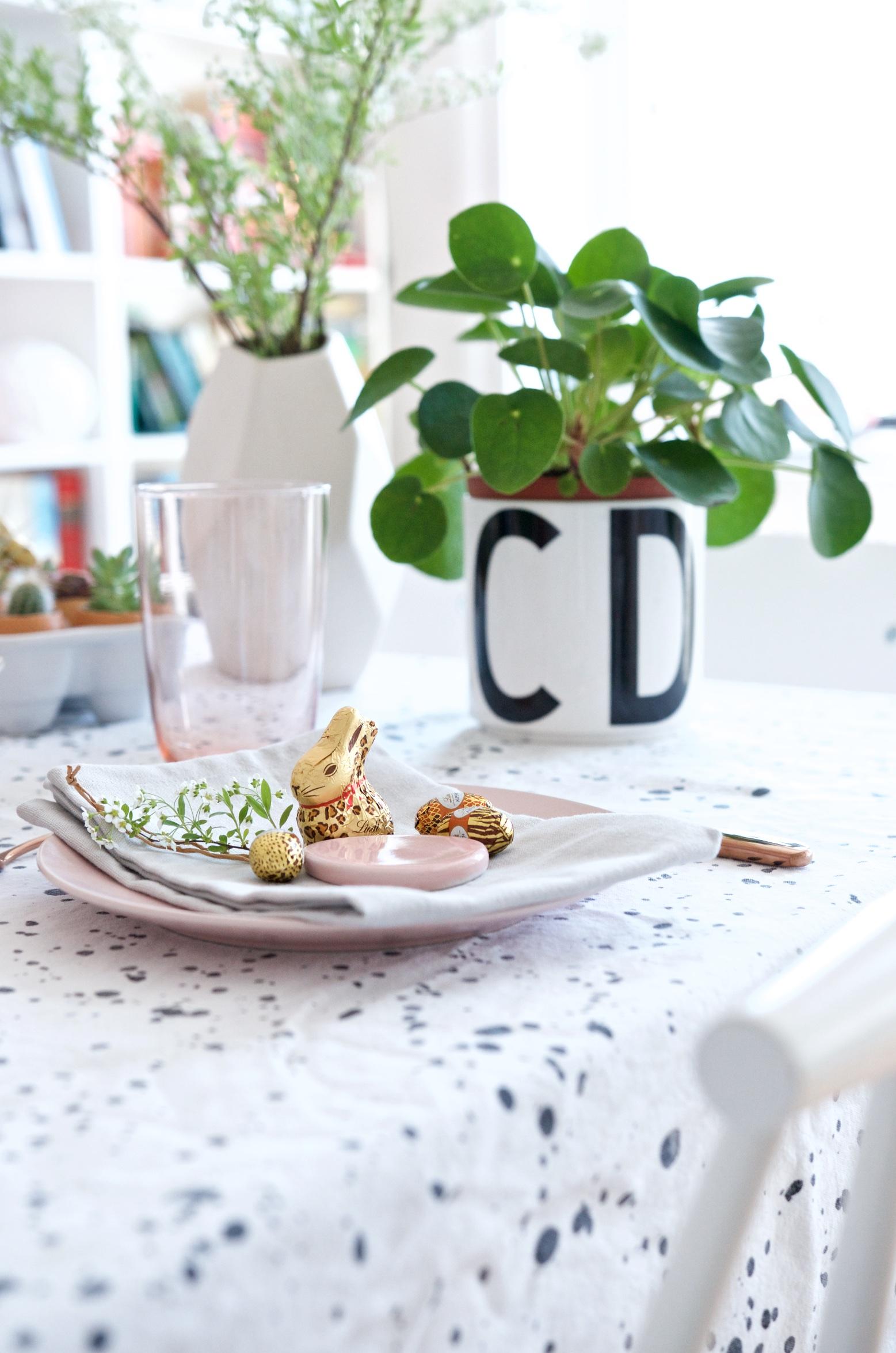 Tischdeko Osterbrunch mit Leo-Hasen im Urban Jungle Style