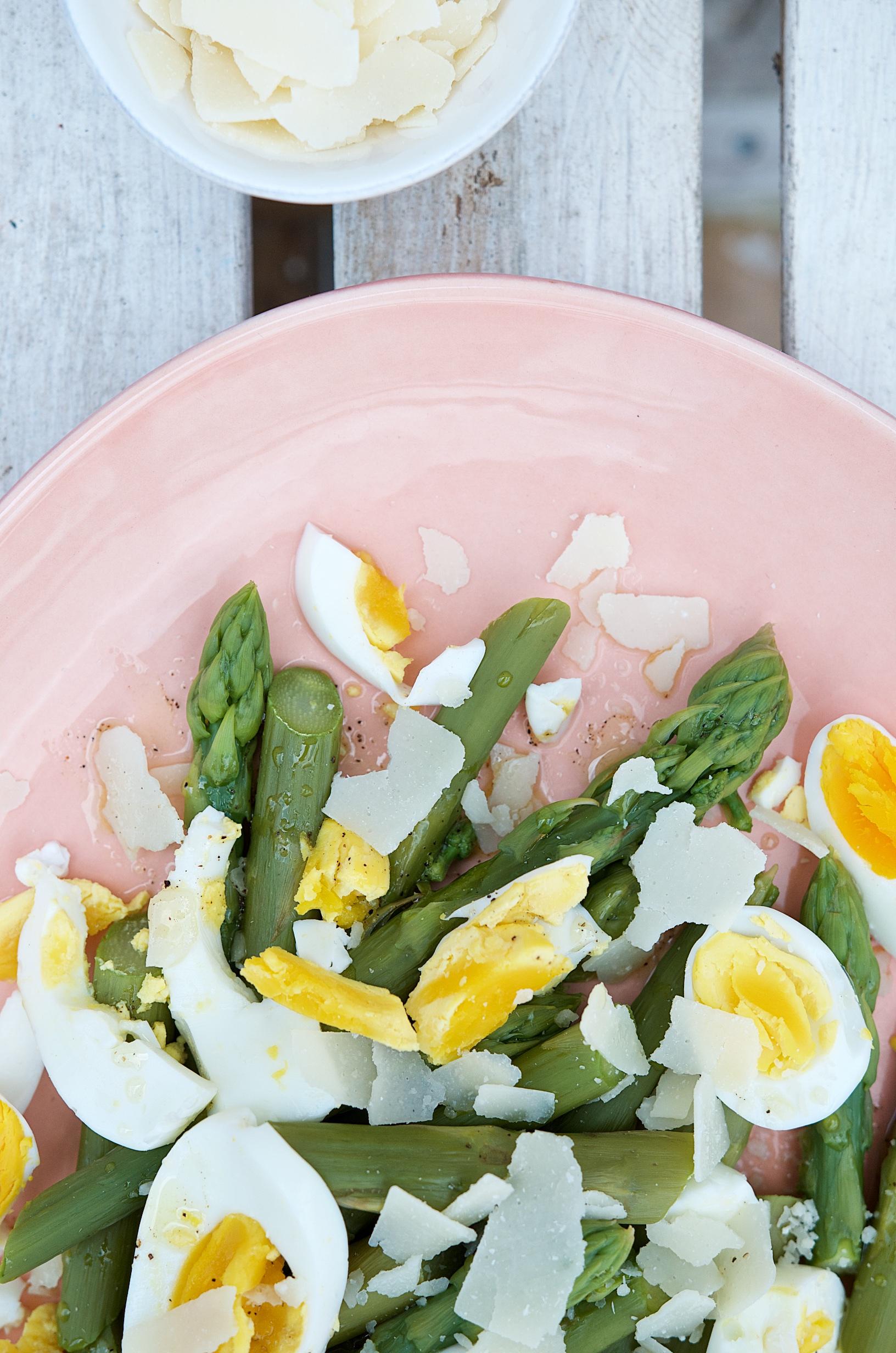 Rezept für Spargel-Salat mit Ei und Parmesan