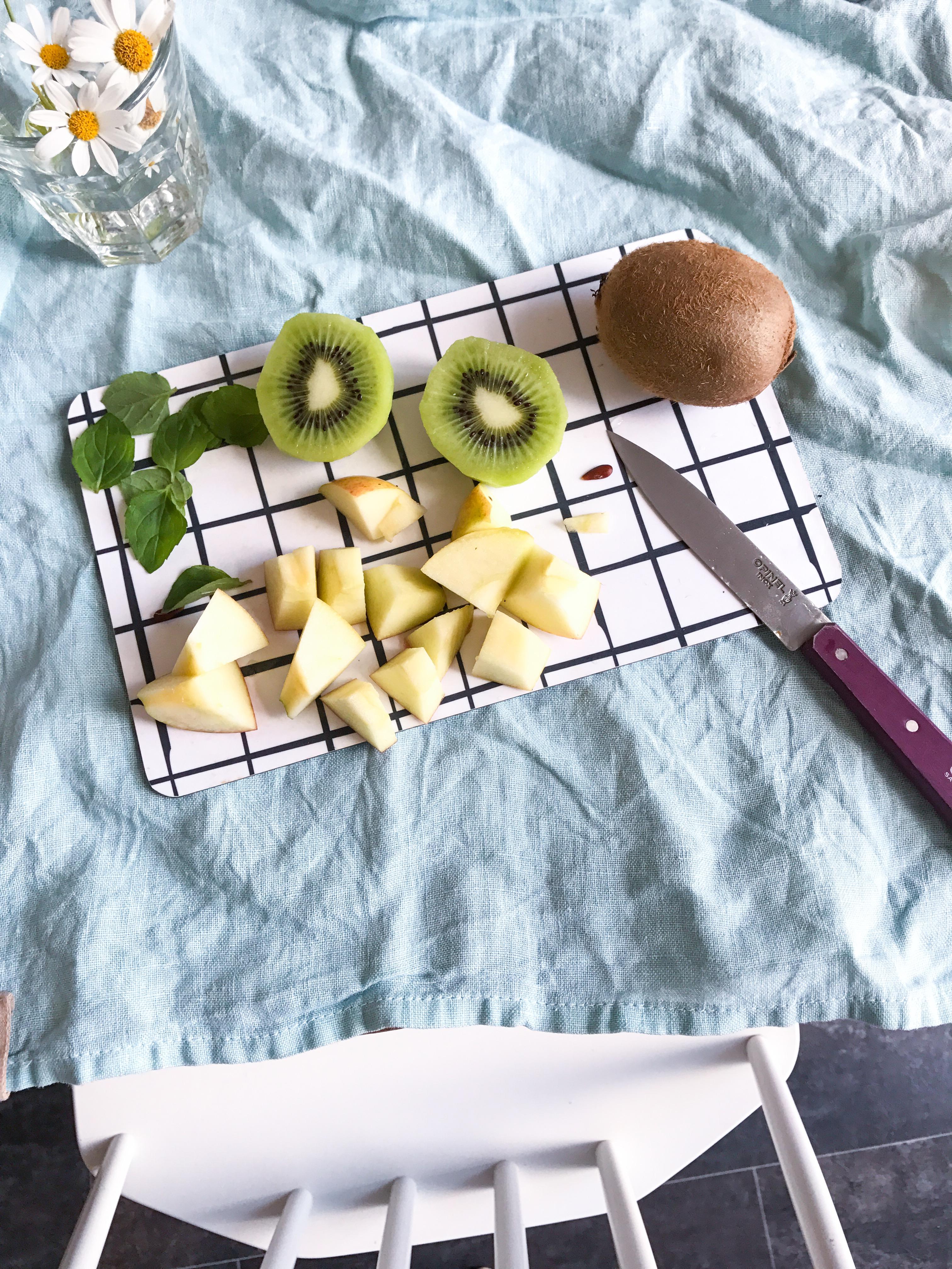 Zutaten für einen frisch gepressten, grünen Saft