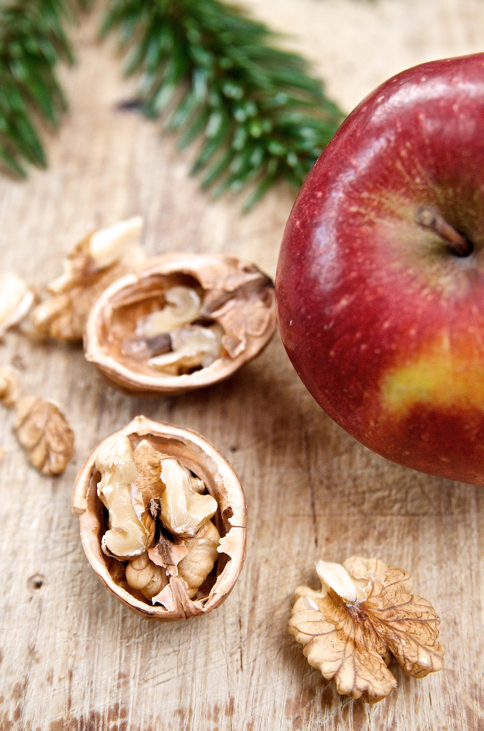 Rezept für Beschwipster Apfelkuchen auf Spekulatius mit karamellisierten Pflaumen