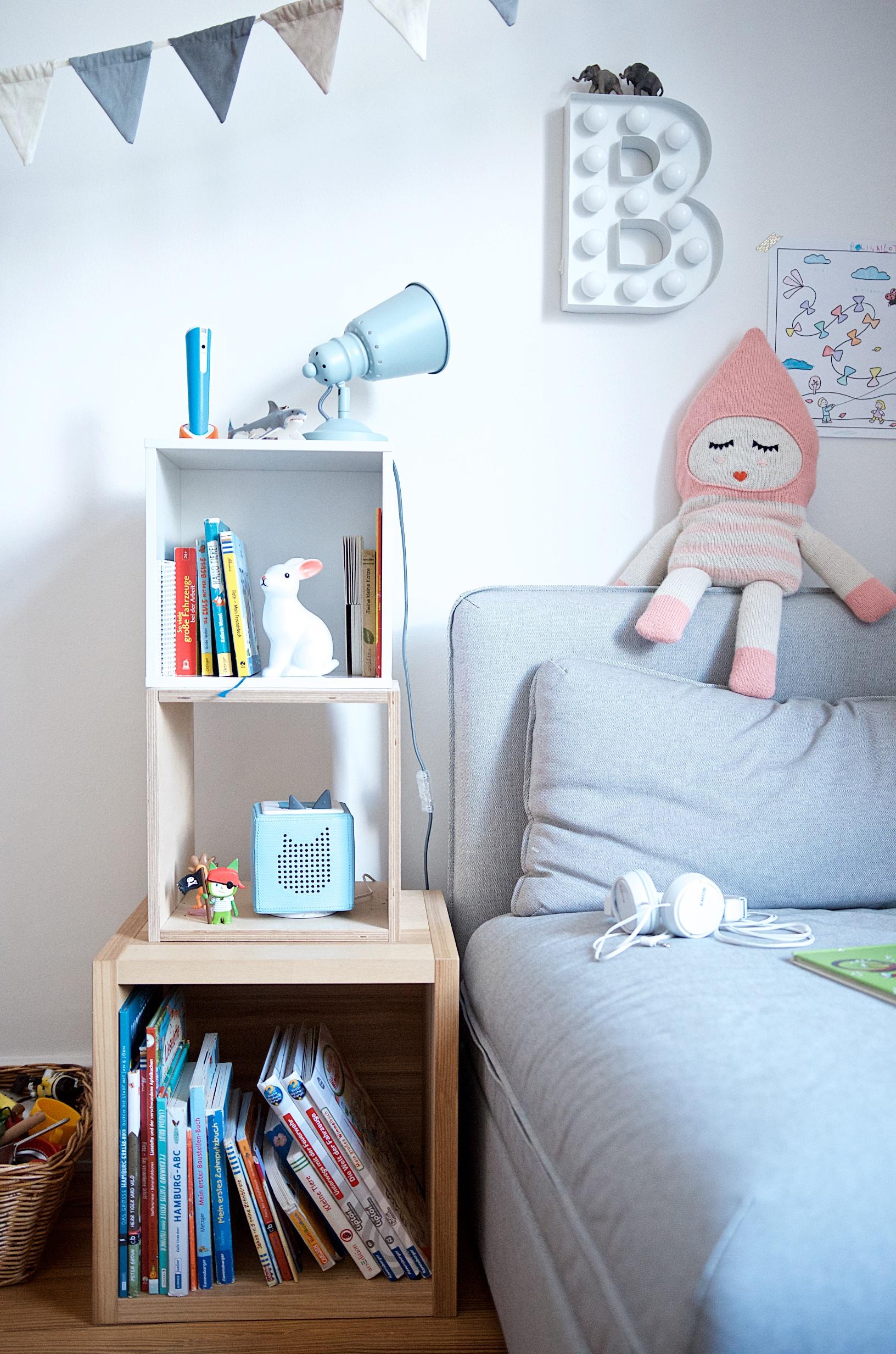 Bücher, ein Tiptoi und die Tonie Box - Kuschel- und Leseecke im Kinderzimmer