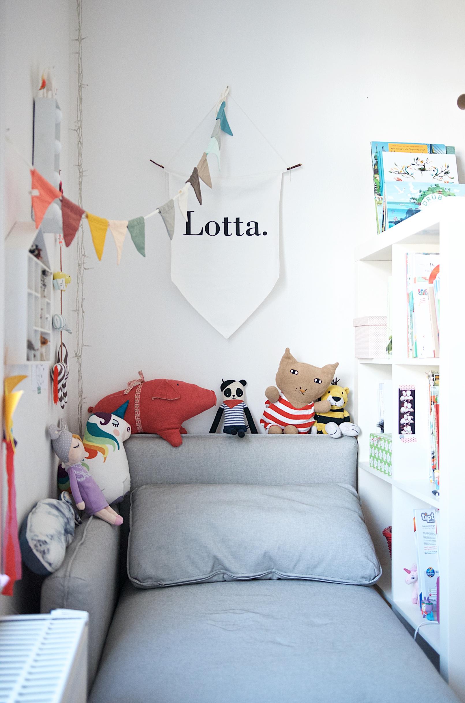 Sofa Vallentuna von Ikea im Kinderzimmer