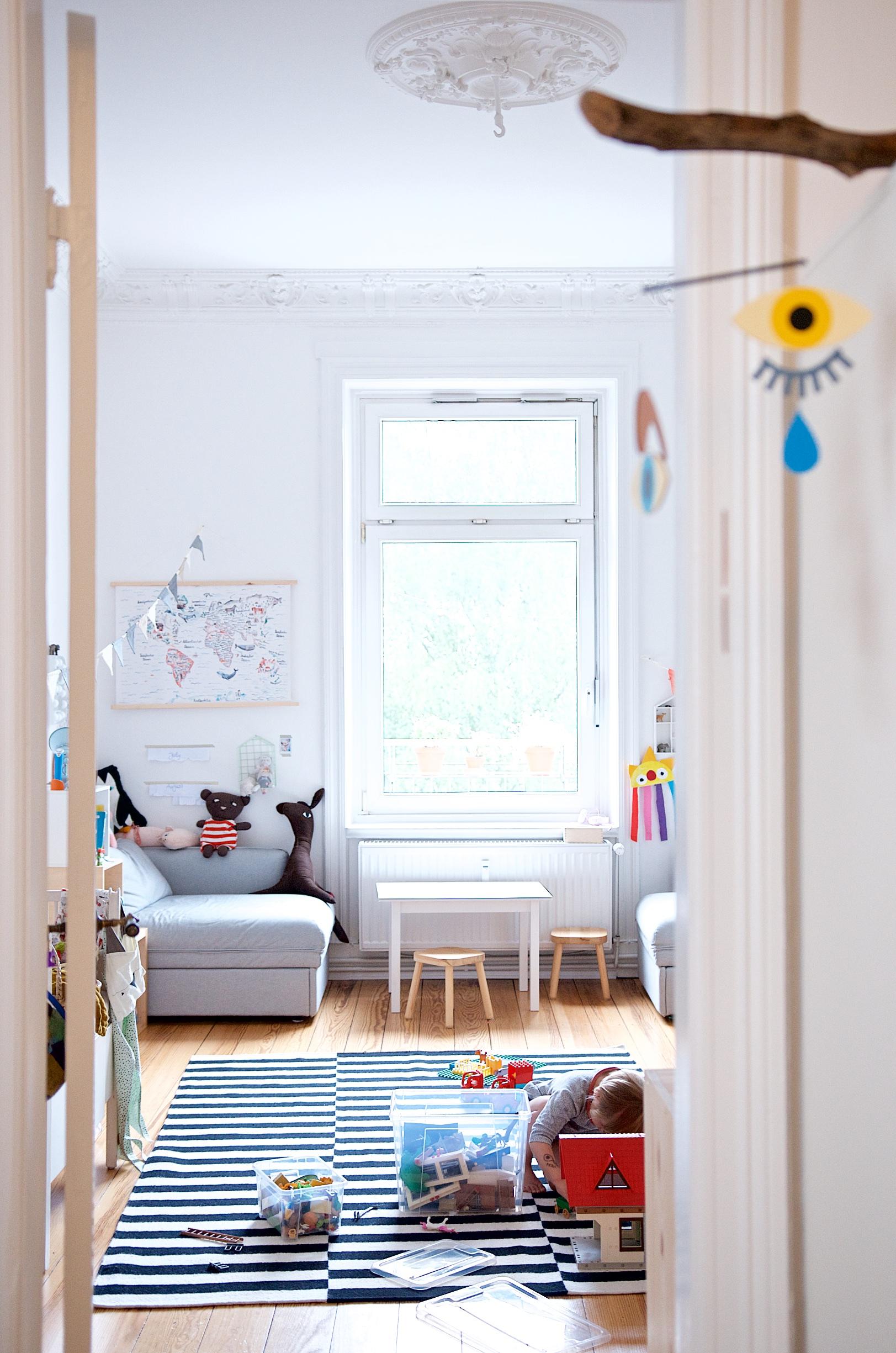 Blick aus dem Kinderschlafzimmer ins Kinderspielzimmer