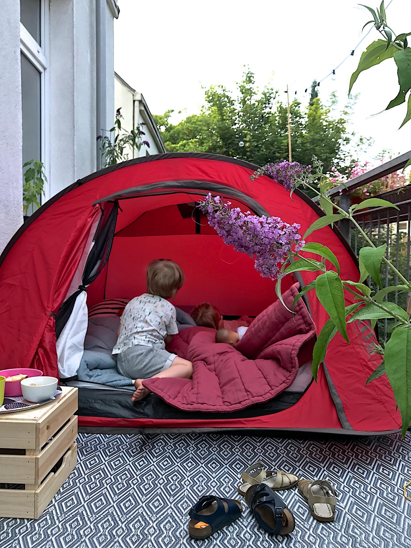 Zelten auf dem Balkon