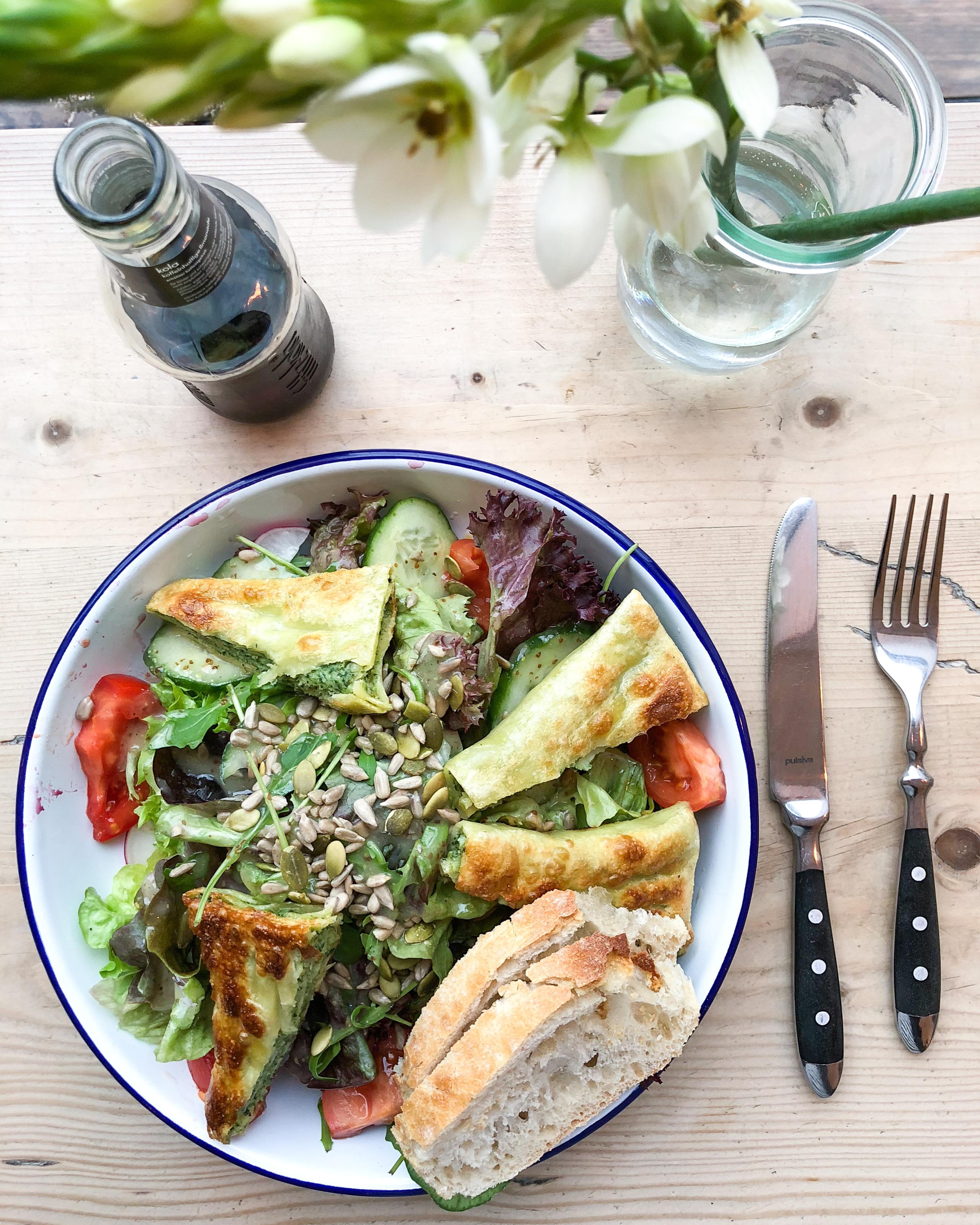 Salat mit Maultaschen aus der Alpenkantine - Über Schwangerschaftsgelüste in der 17.SSW