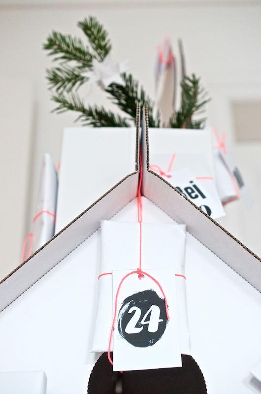 Adventskalender für Kinder - Ein Spielhaus aus Pappe ganz schnell zum DIY Adventskalender umfunktionieren