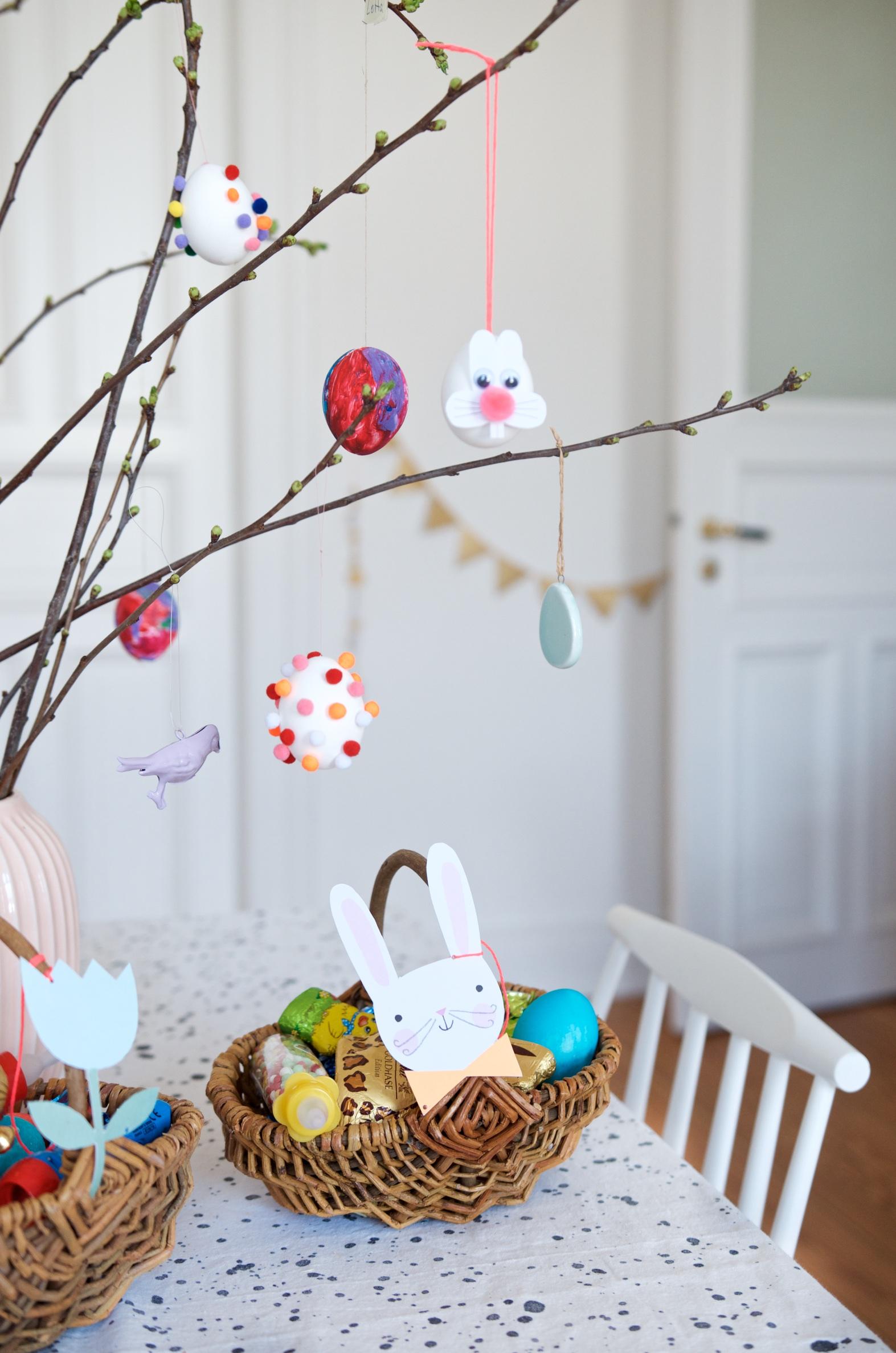 Ostereier mit Mini Pompoms - Schnelles DIY für Kinder zu Ostern