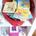 Conni Pixi Bücher im Bücherregal im Kinderzimmer
