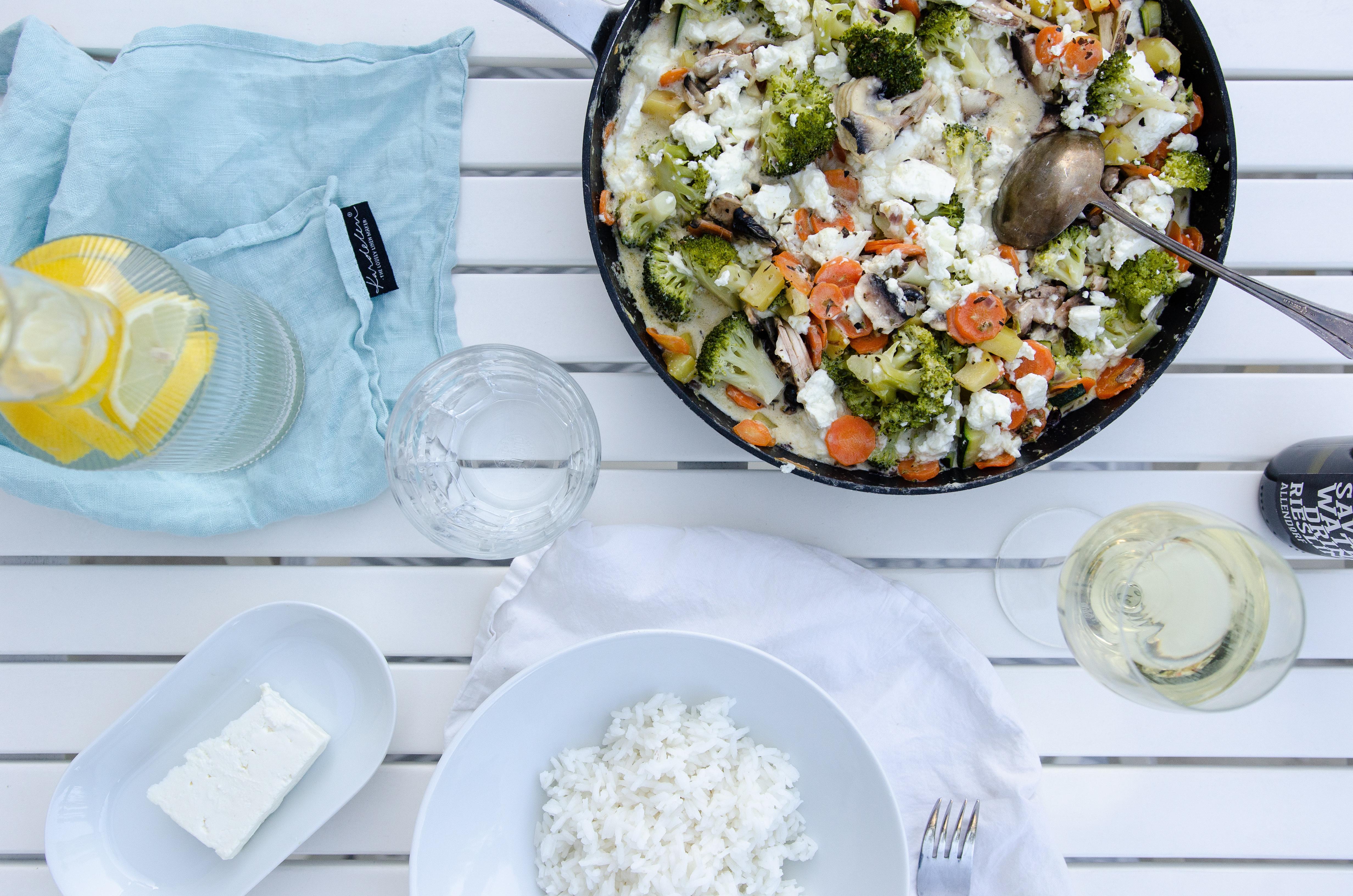 Rezept für schnelle und leckere Feta-Gemüse-Pfanne mit Reis