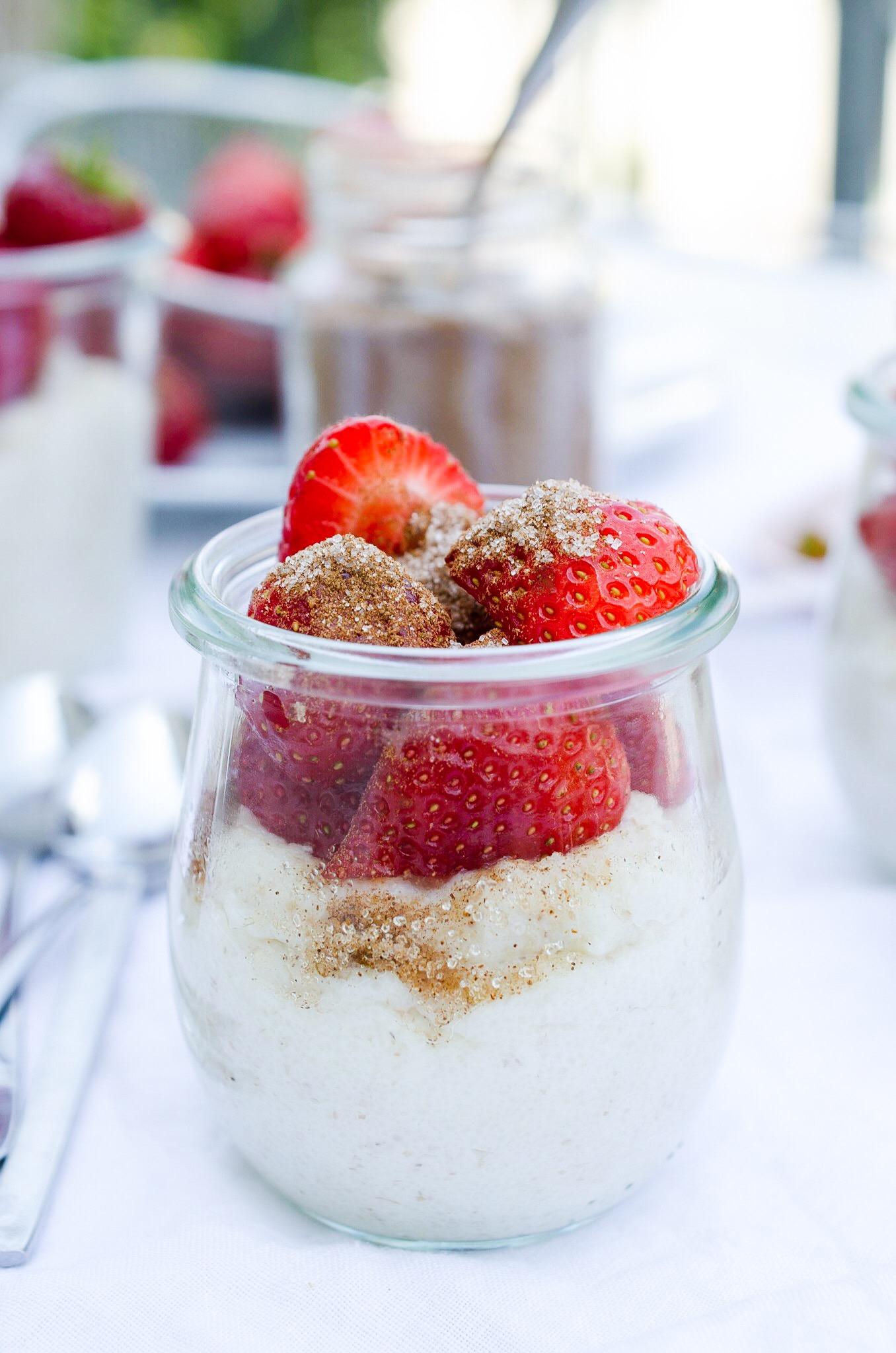 Frühstück, Nachtisch, Snack - Grießbrei mit Erdbeeren und Zimt und Zucker