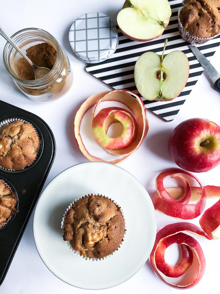 Rezept für Apfel Zimt Muffins mit karamellisierten Walnüssen