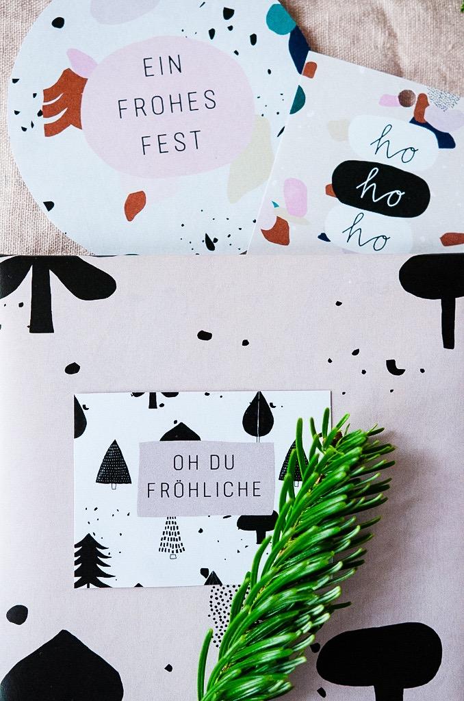 Free Printable Geschenkpapier und Geschenkanhänger zu Weihnachten