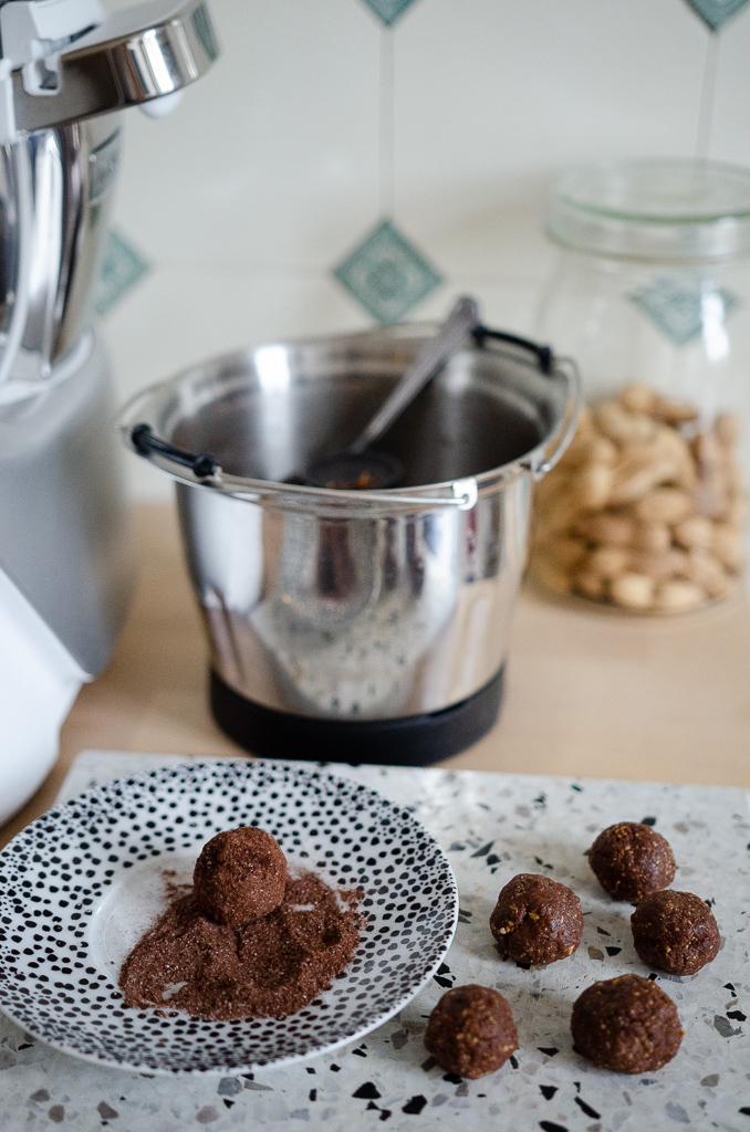 Schoko-Erdnuss-Energy-Balls und Grießbrei mit Apfel-Birnen-Mus: Zwei Ruck Zuck Rezepte für den Nach-der-Kita-Hunger mit der Krups Prep&Cook