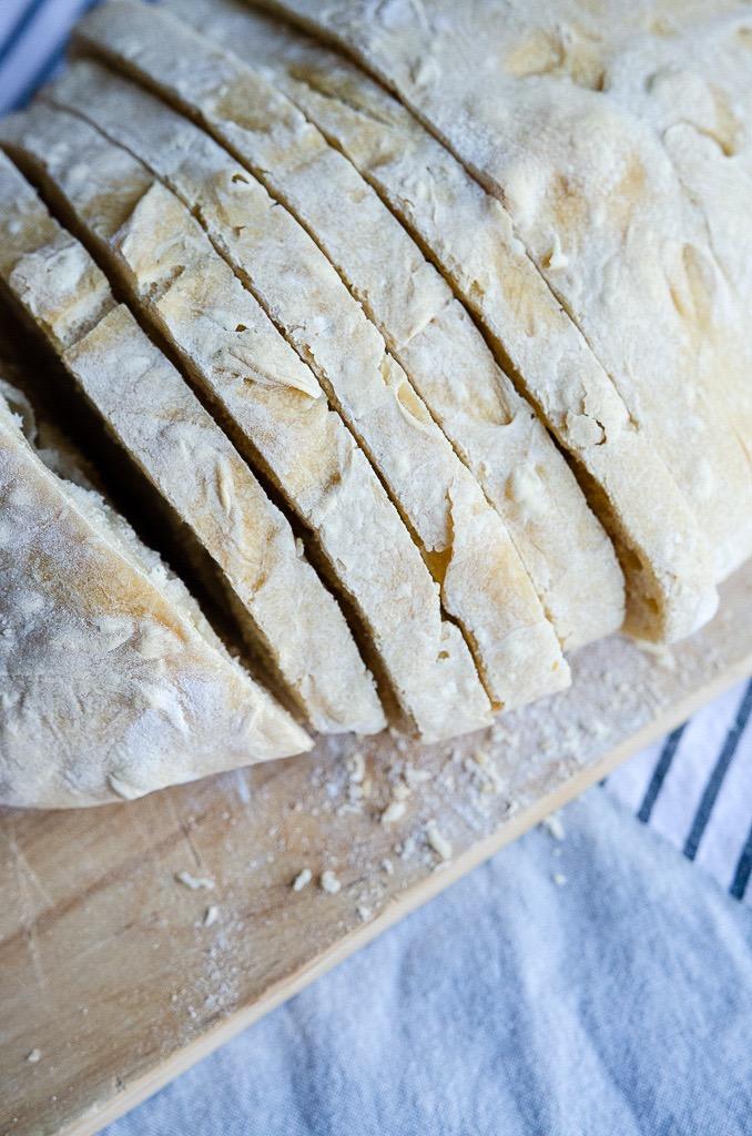 Dinkelbrot frisch aus dem Ofen und direkt auf den Tisch. Rezept für schnelles und leckeres Dinkelbrot.