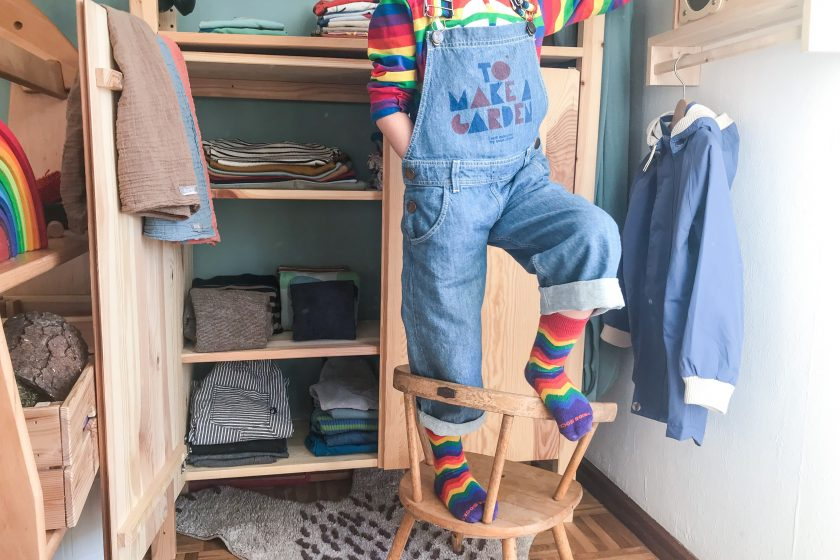 Lasst uns luschern! In den Kinderkleiderschrank von lisa_mpunkt - Regenbogen Outfit mit Latzhose von Bobo Choses
