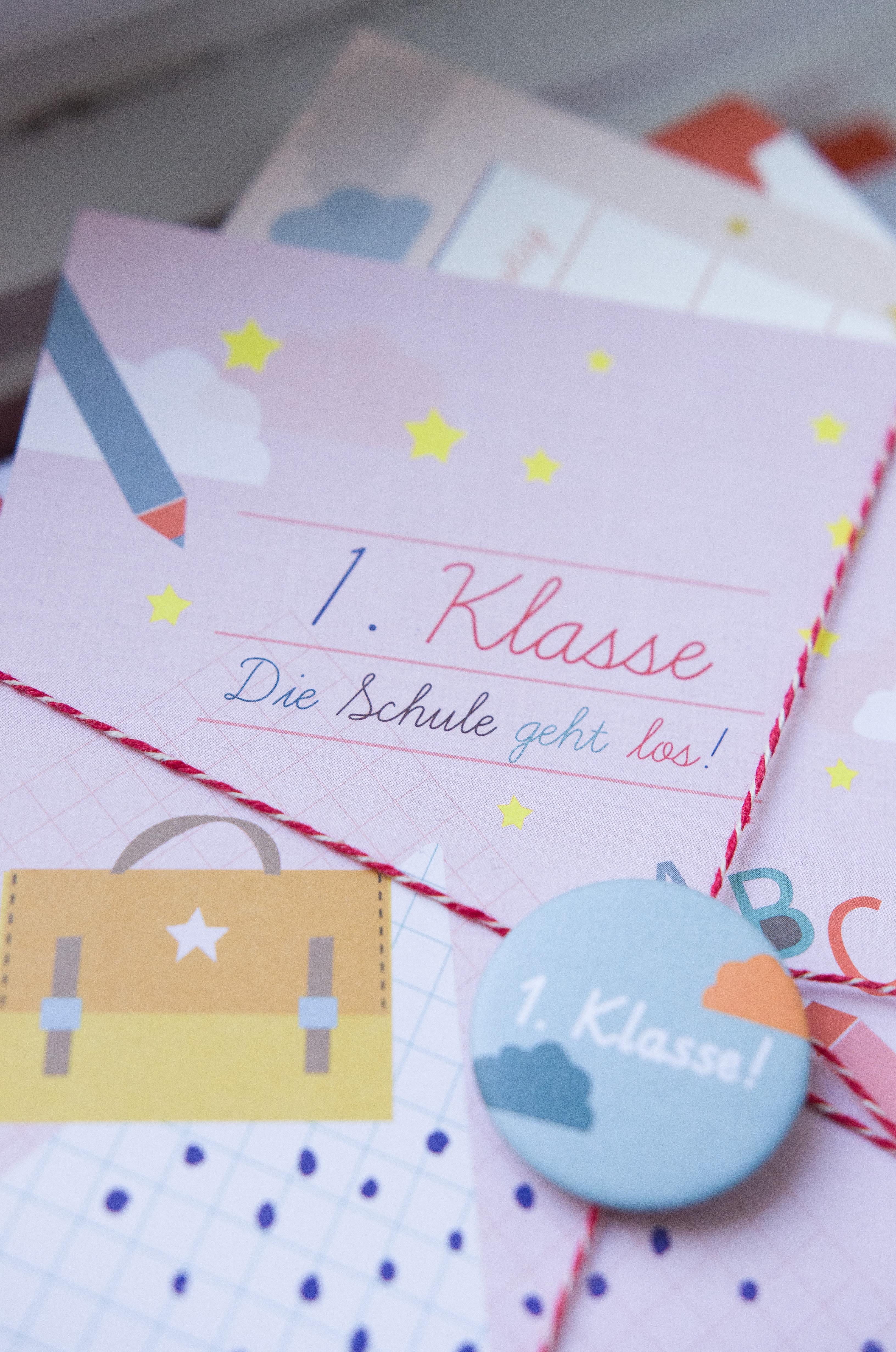 Button 1. Klasse und Einladungskarte für die Einschulungsfeier oder Karte für das Schulkind