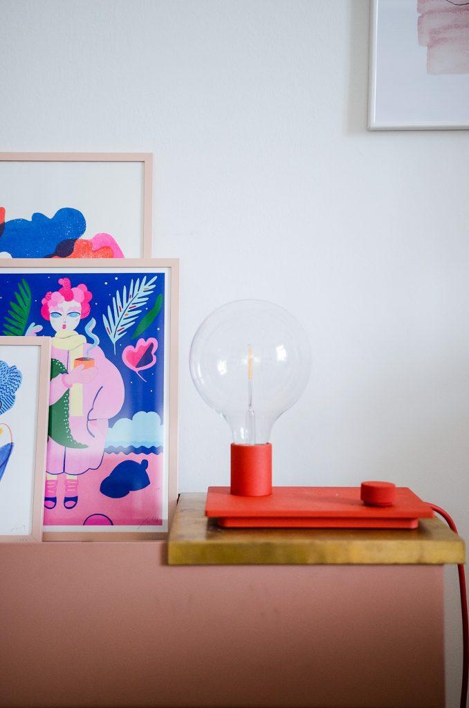 Muuto Control Tischleuchte - die perfekte dimmbare Lampe für gemütliche Sofastunden.