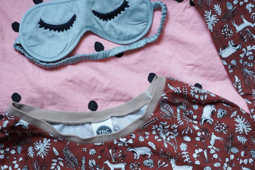 Ab ins Bett - schöne Schlafanzüge, Nachthemden und Pyjamas fürs Frauen