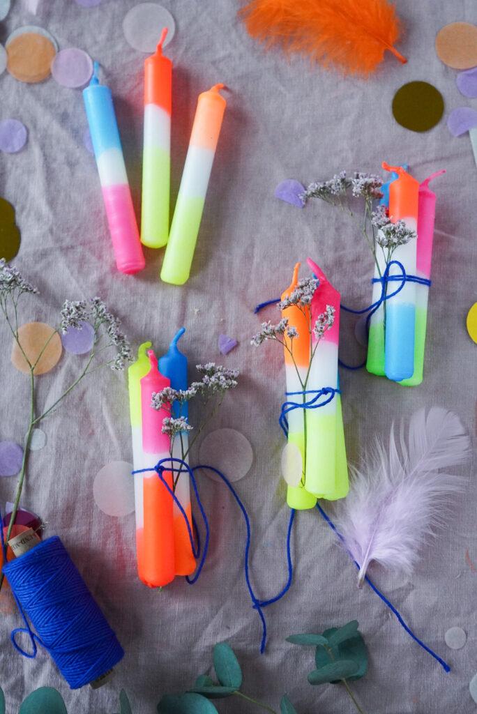 Kerzen färben DIY - Weihnachtsbaumkerzen als kleines Geschenk für Erzieher:innen, Lehrer:innen, Freund:innen, Nachbar:innen und Co.