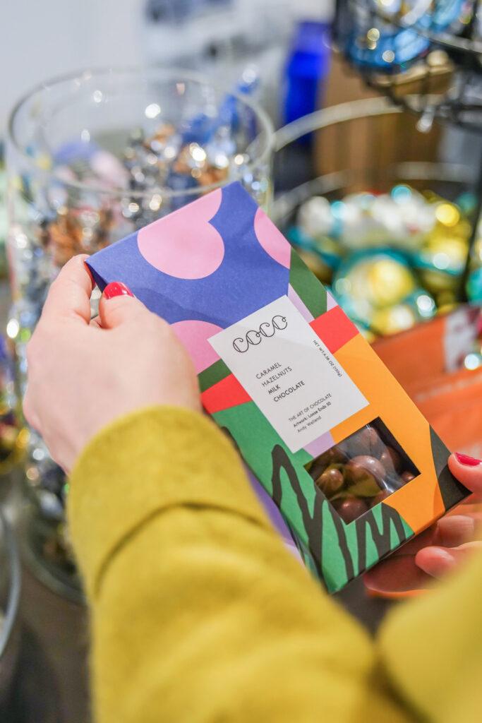 Leckere Süßigkeiten in schönster Verpackung. Ich suche nach schönen Geschenken, die ich im Hermes Versandkarton im PinkepankStyle verschicken kann.